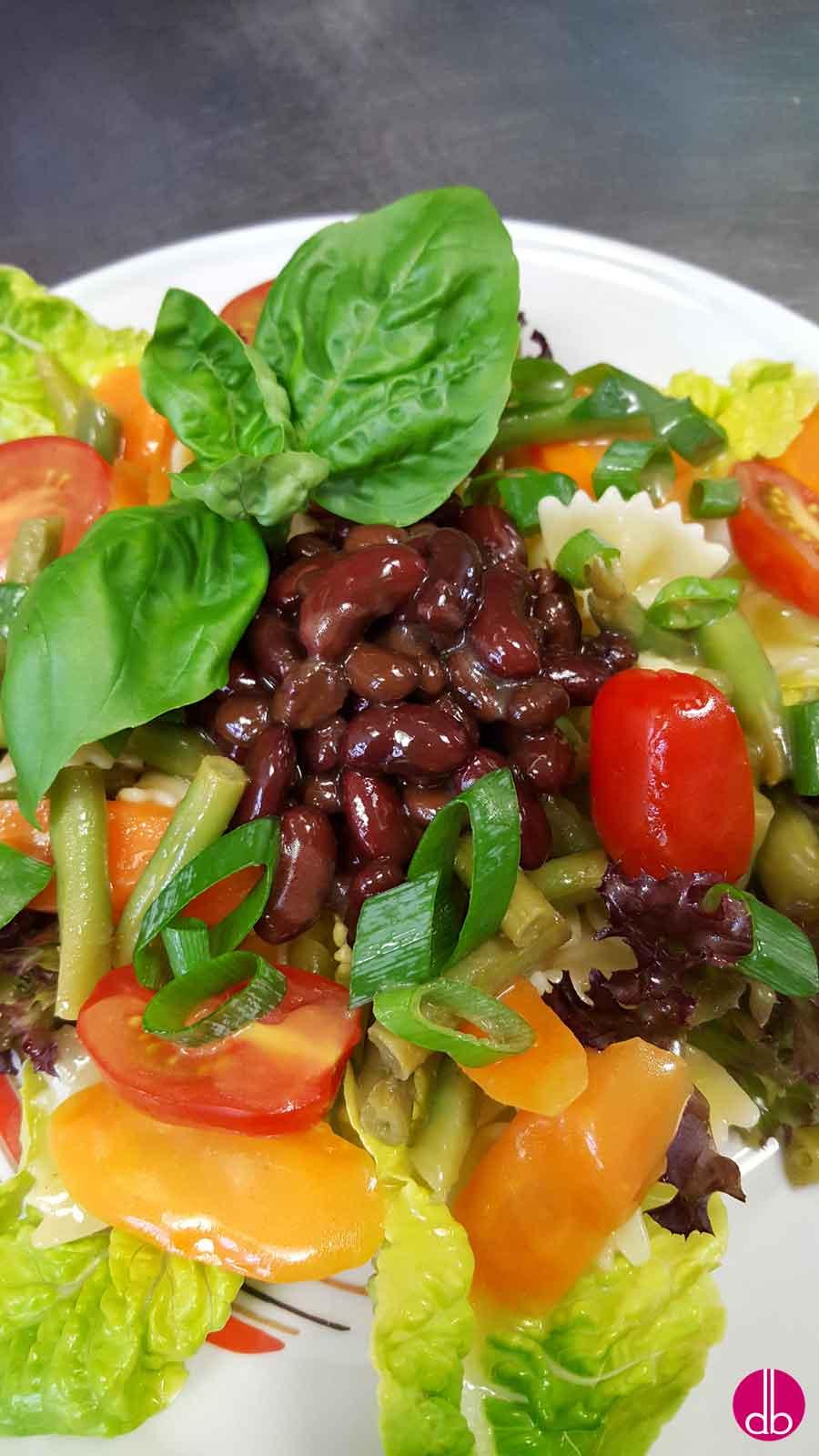 rezept kidney bohnensalat auf nudeln mit gem se deli gesund kochen gesund. Black Bedroom Furniture Sets. Home Design Ideas