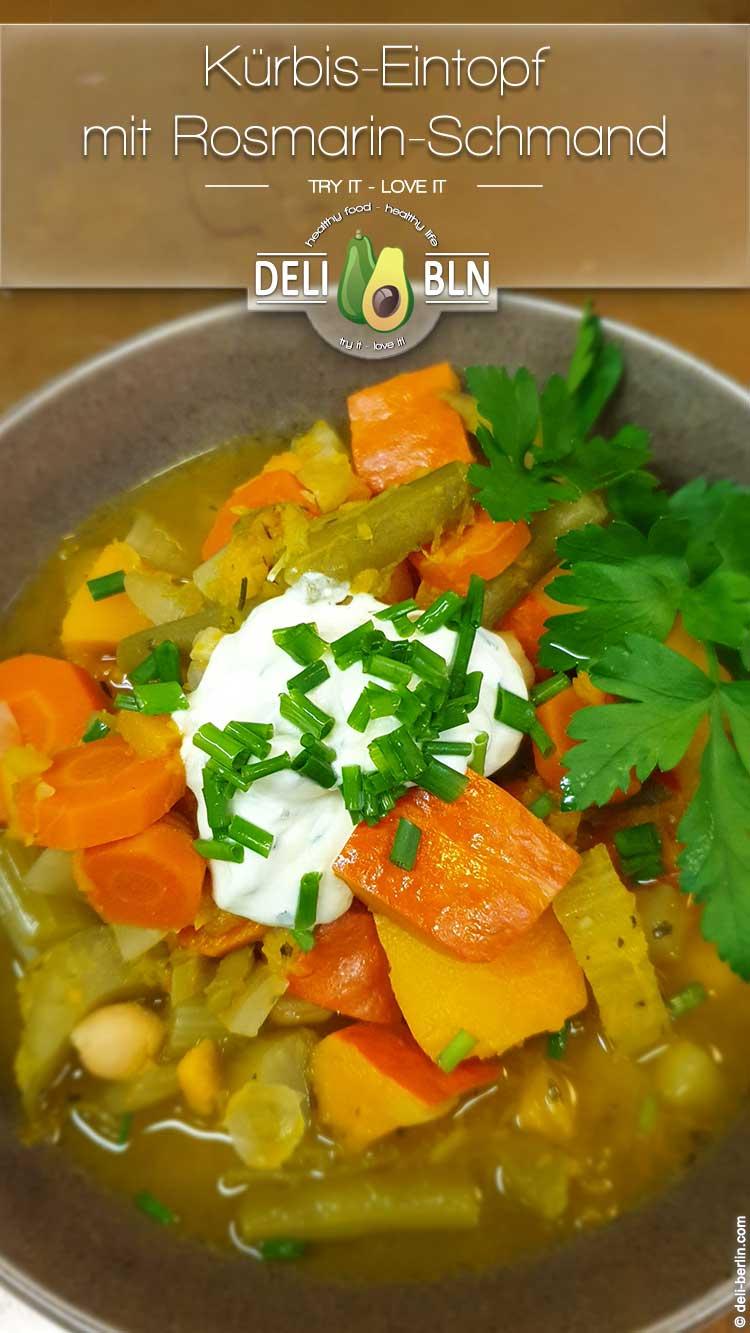 Kürbis-Eintopf mit Rosmarin-Schmand (vegetarisch*/vegan)