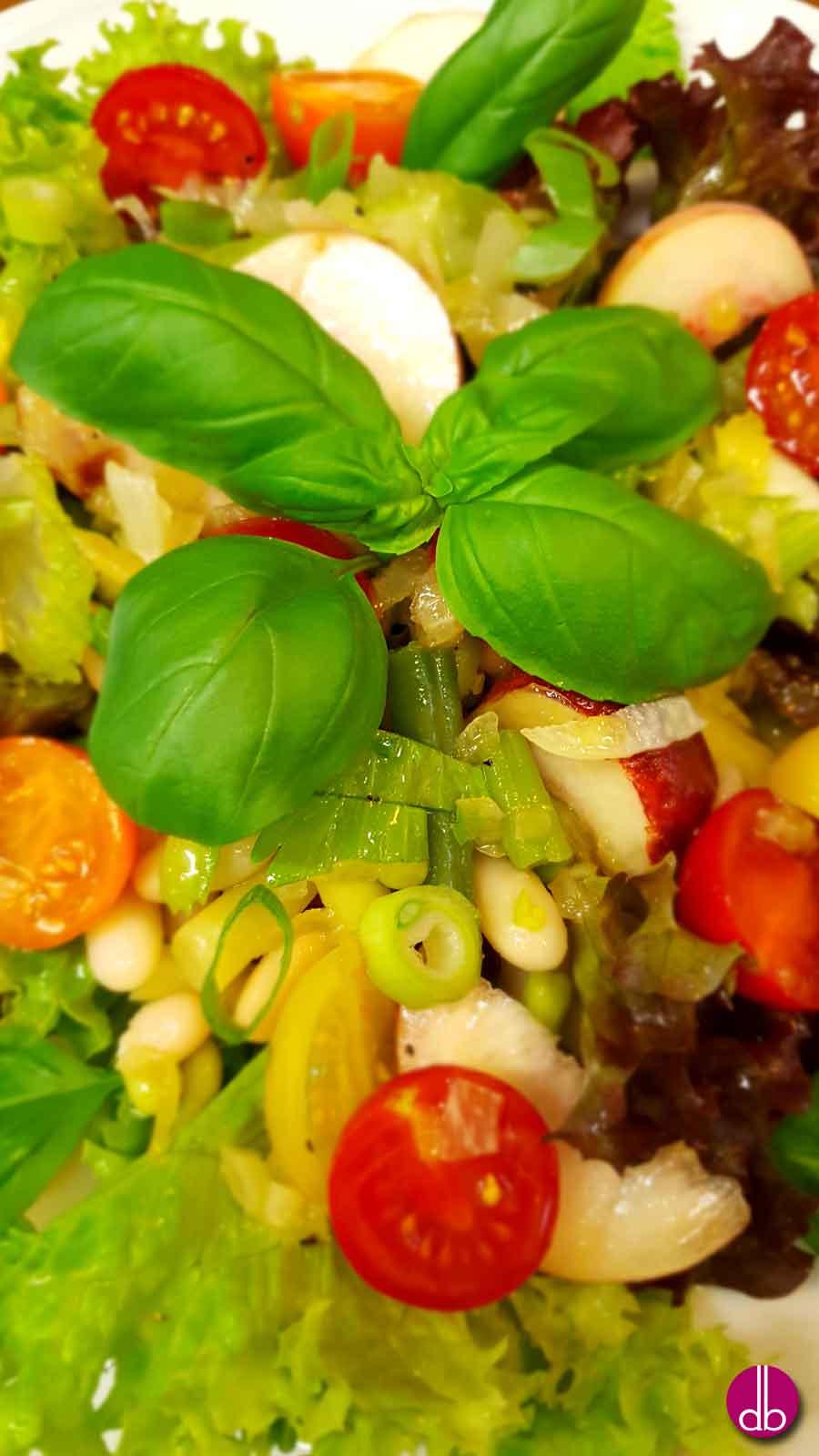 rezept bohnen tomaten salat mit bergpfirsich deli gesund kochen gesund leben. Black Bedroom Furniture Sets. Home Design Ideas