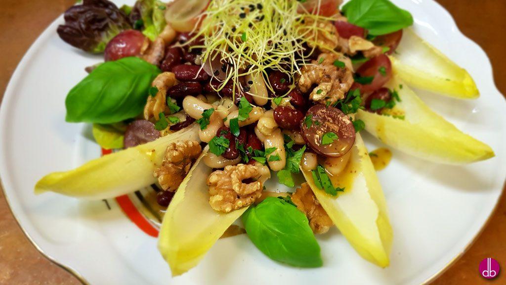 rezept veganer bohnen trauben salat mit walnuss deli gesund kochen gesund. Black Bedroom Furniture Sets. Home Design Ideas
