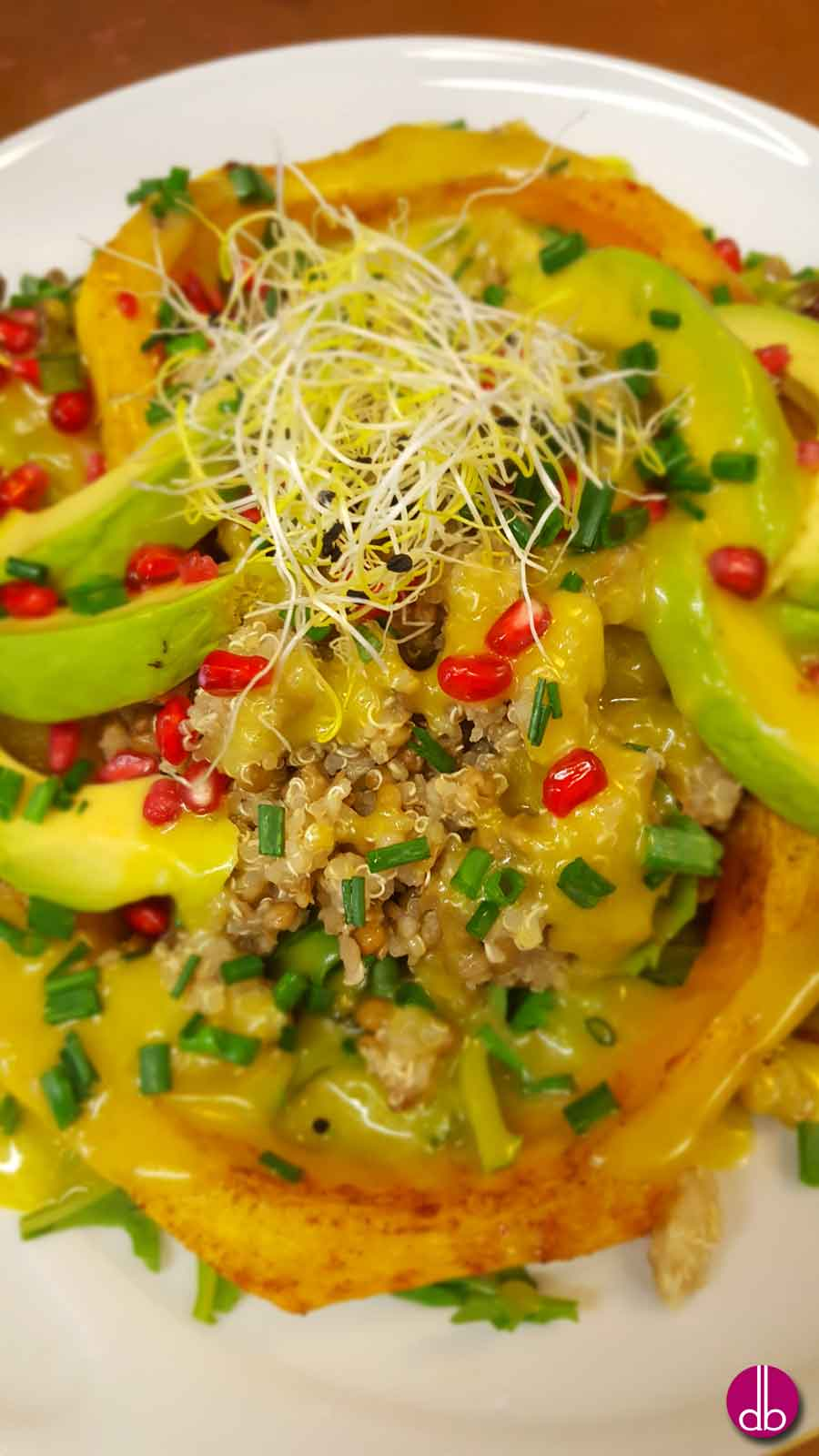 Rezept: vegan Kürbisbowl lit Linsen-Quinoa und Avocado-Dressing