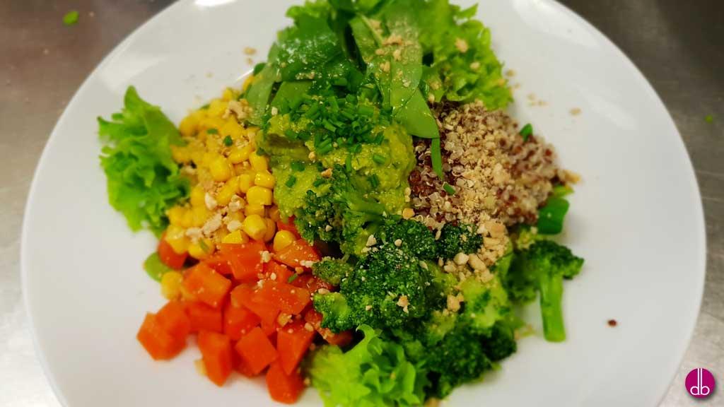 vegane gem se detox bowl mit quinoa und spinat hummus deli gesund kochen gesund. Black Bedroom Furniture Sets. Home Design Ideas