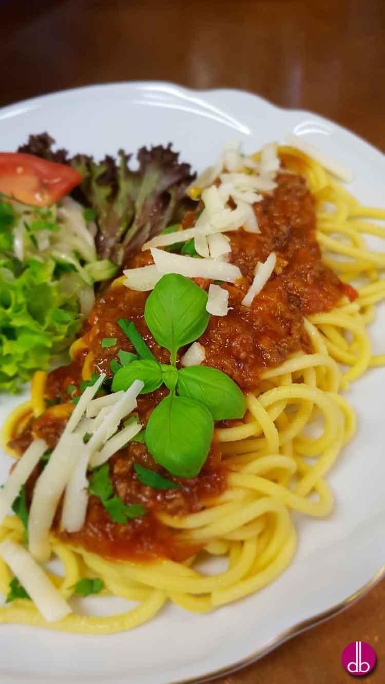 pasta mit bolognese deli gesund kochen gesund leben try it love it. Black Bedroom Furniture Sets. Home Design Ideas