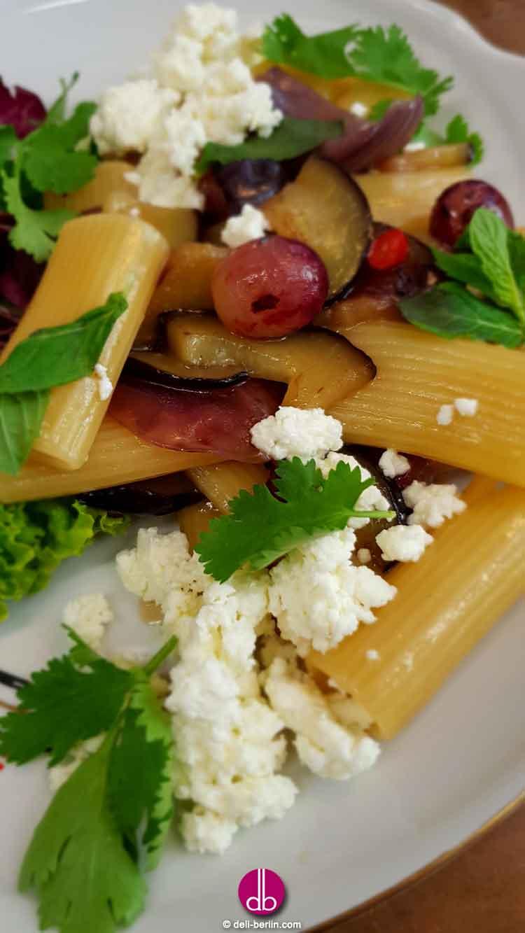 orientalische Sommer Pasta mit Auberginen