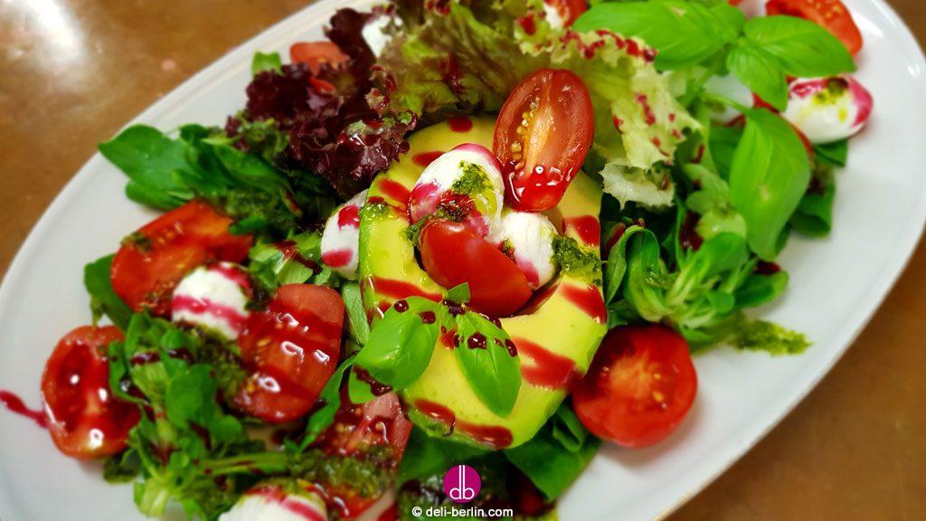 avocado-caprese-salat