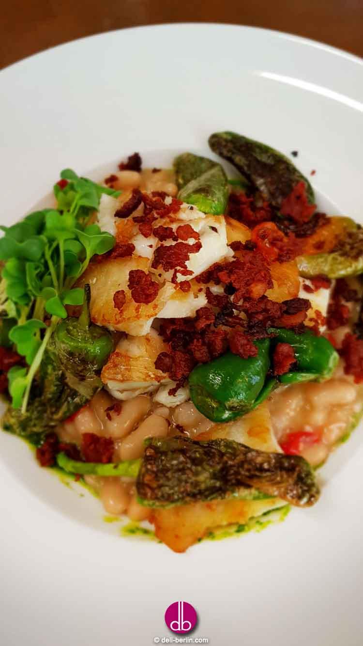 Rezept: gebratener Kabeljau auf Arrocina-Bohnen & Chorizo-Crumble