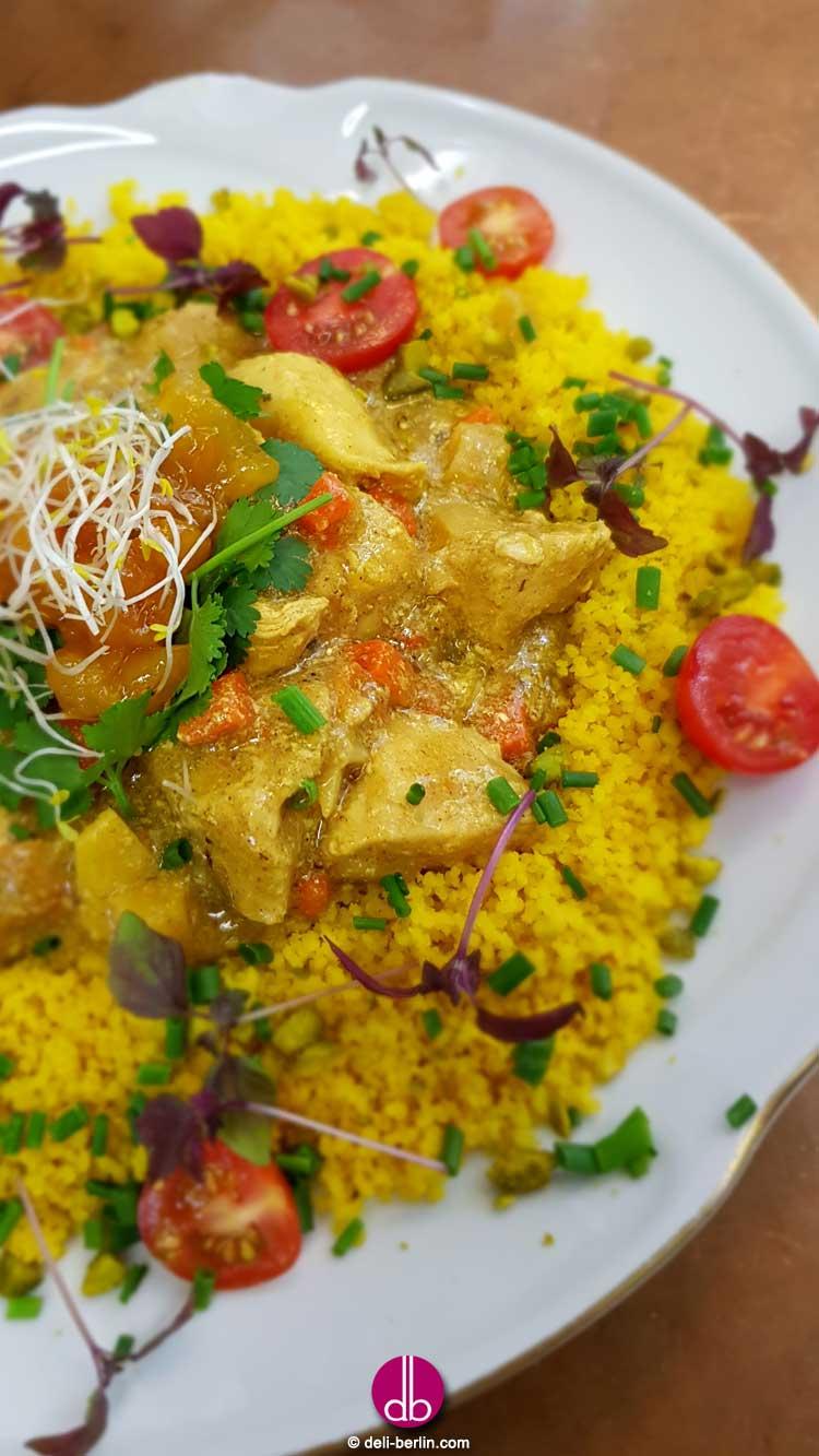 Marokkanisches Geflügel-Aprikosen-Tajine auf Couscous