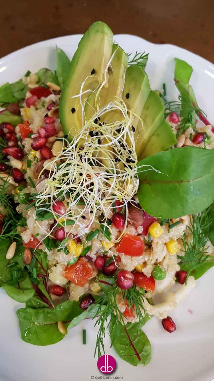 Quinoa-Fenchel-Salat mit Granatapfel und Avocado - vegan