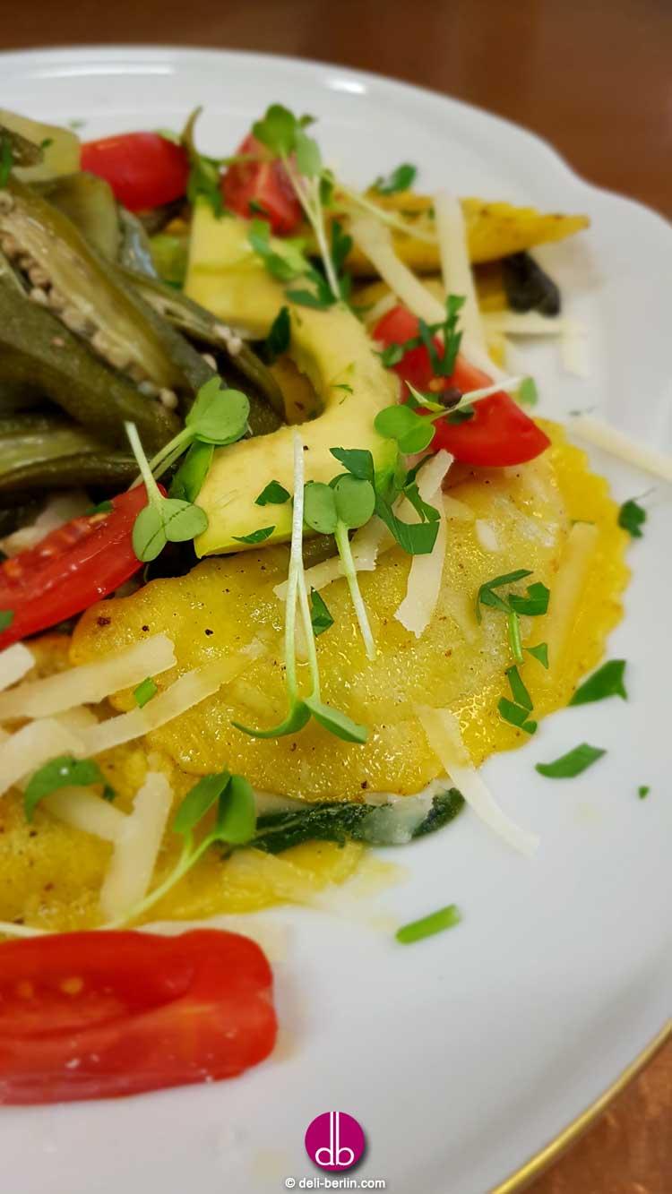Mezzelune gefüllt mit Ricotta und Spinat