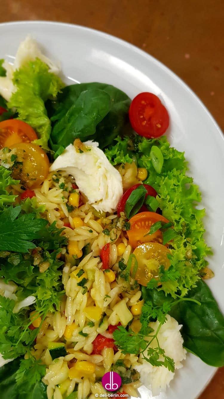 Griechischer Reisnudel-Salat mit Mozzarella - Kritharaki - die griechischen Mininudeln