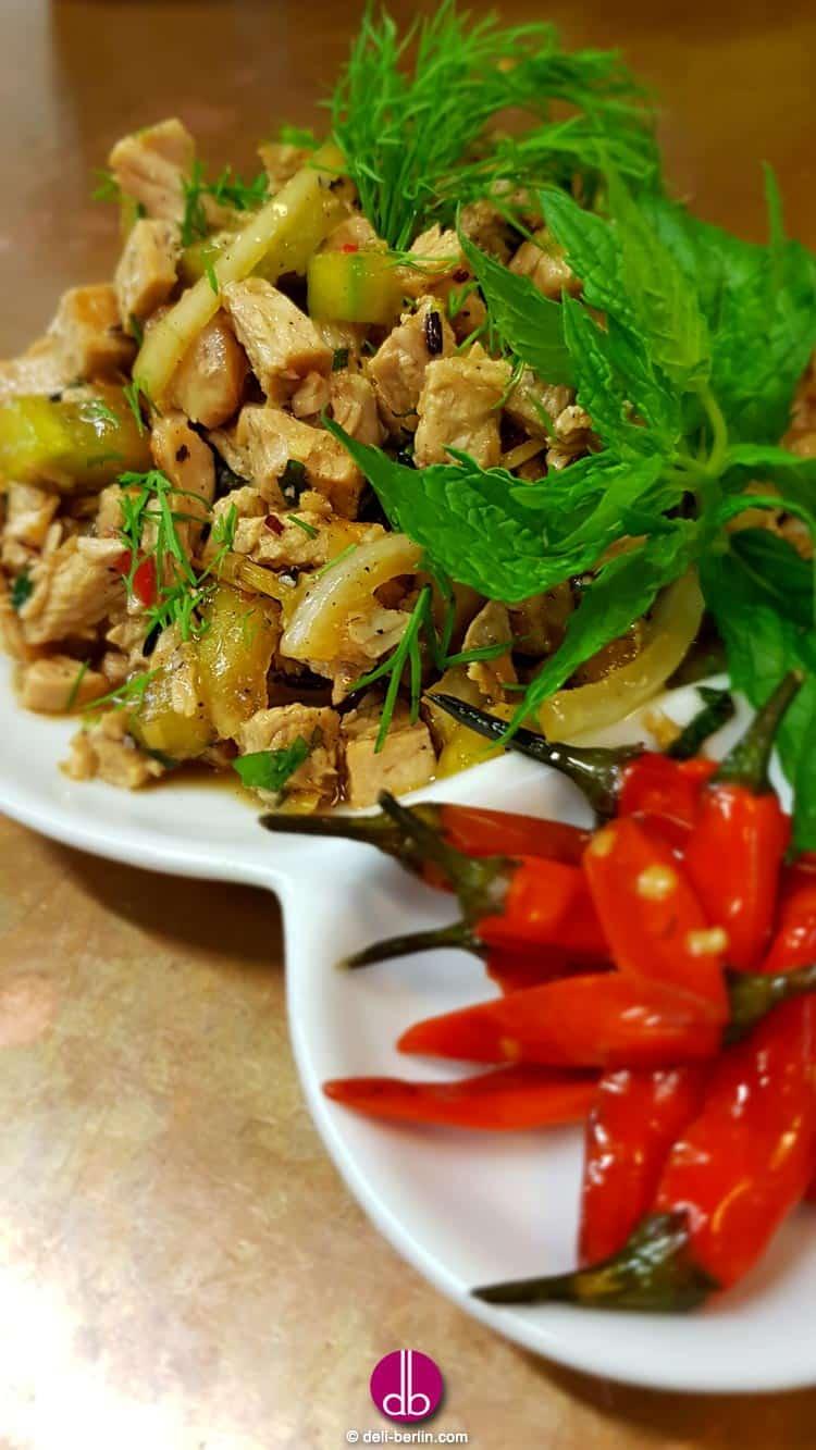"""""""Laap"""" der laotischer Salat aus gehacktem Puten-Fleisch"""