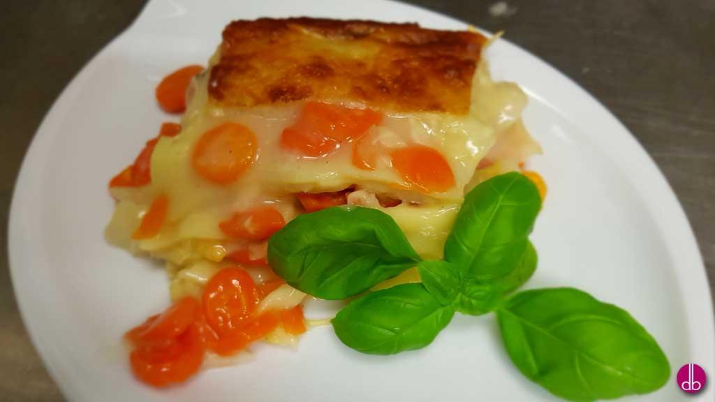 Spitzkohl-Karotten-Lasagne mit Salbei und Muskatnuss