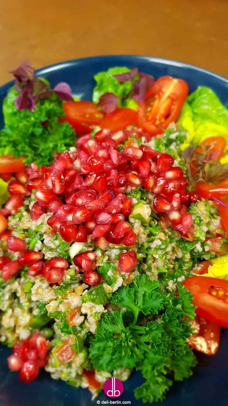 Taboulé - libanesischer Bulgursalat mit Petersilie und Minze - vegan