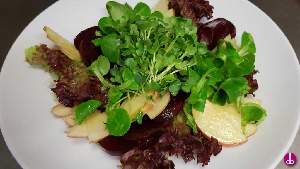 Brunnenkresse-Salat mit Apfel und Roter Bete