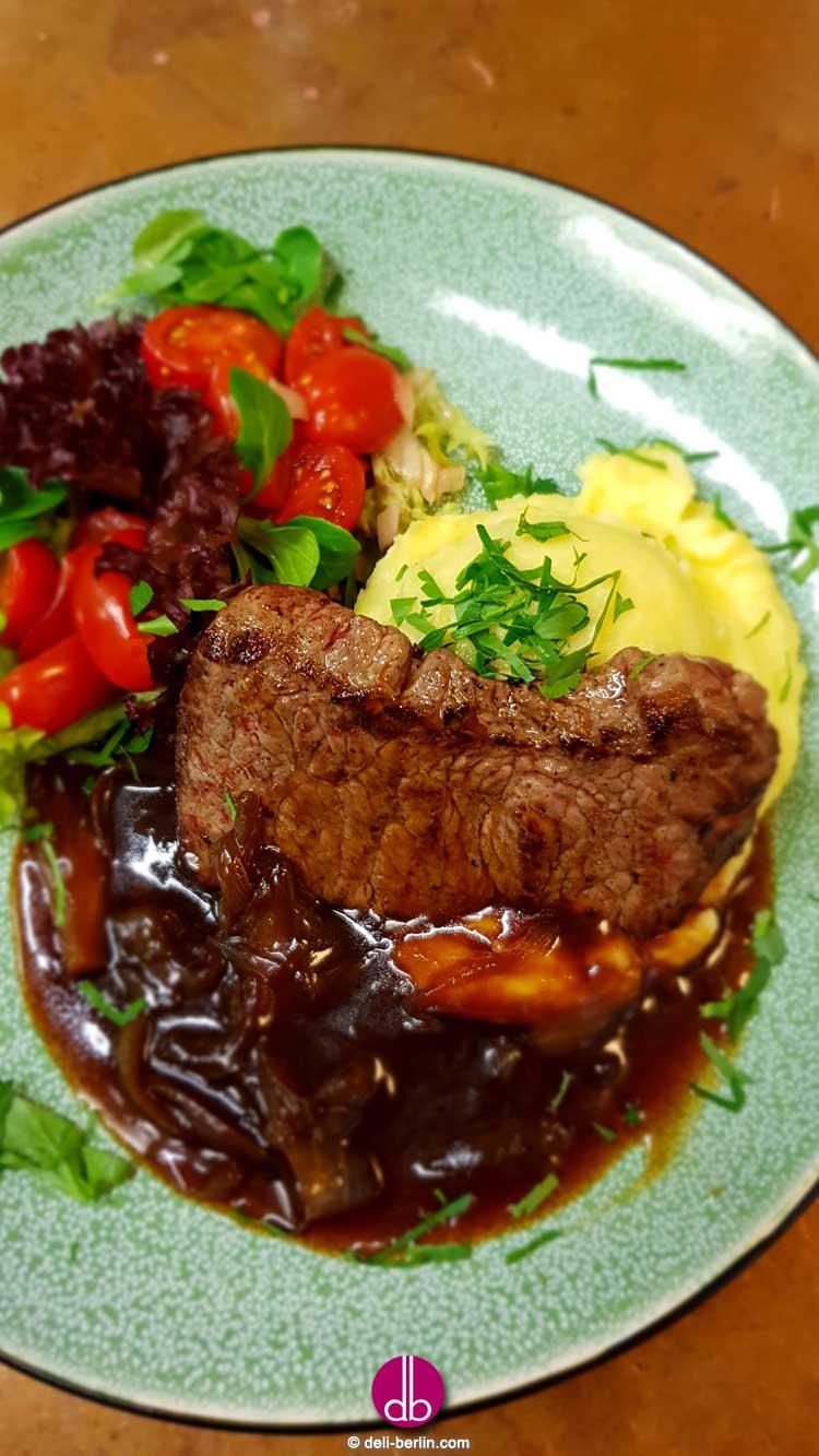 Rumpsteak zu Wasabi-Kartoffel-Püree mit Teriyaki-Zwiebeln