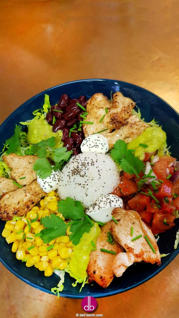 Hähnchen Burrito Bowl mit Guacamole