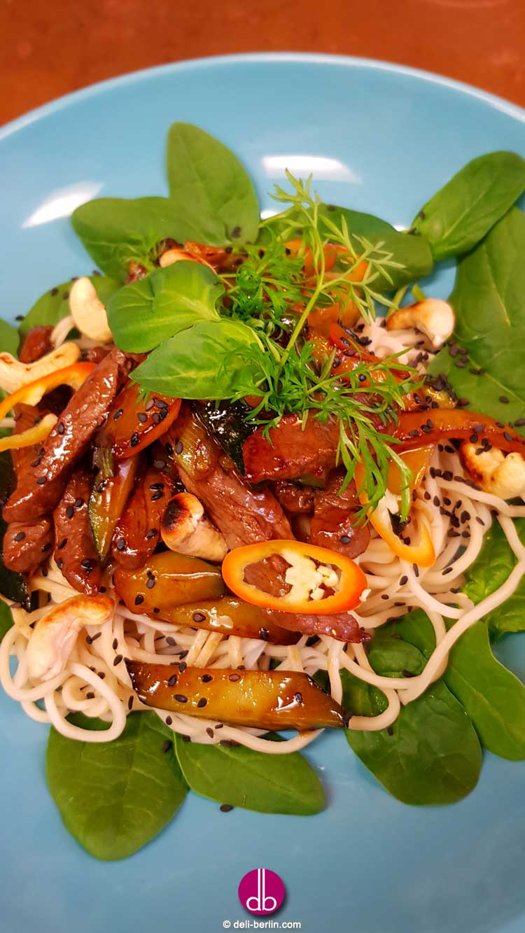 Kung Pao mit Rindfleisch und Zucchini - Chinesisch Gong Bao