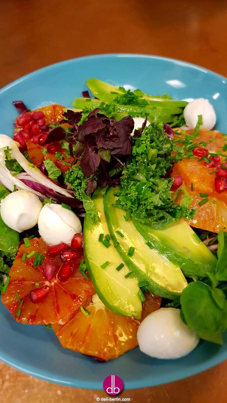 Grünkohlsalat mit Mozzarella und Orangendressing