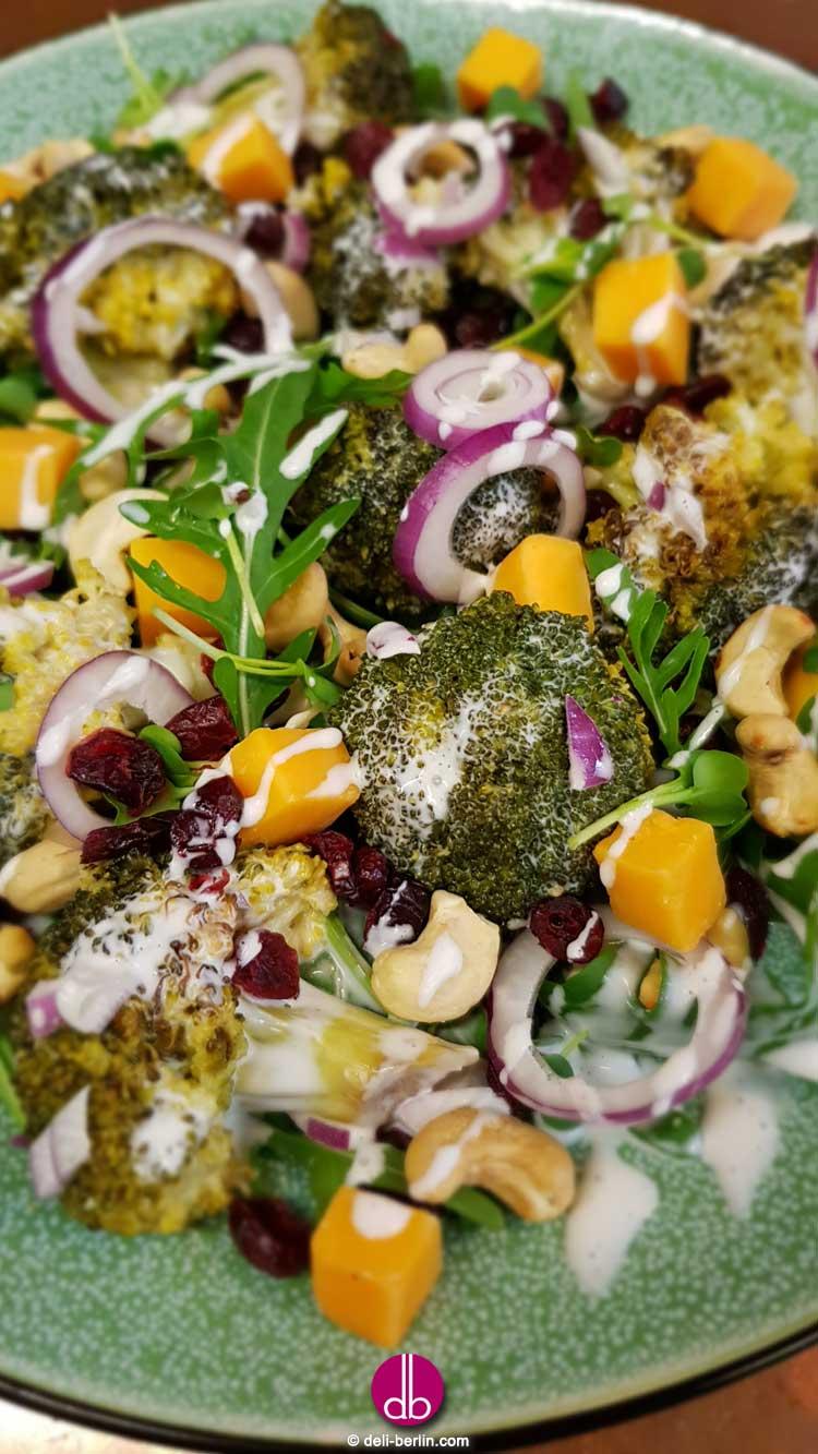 Cremiger Brokkoli-Käse-Salat