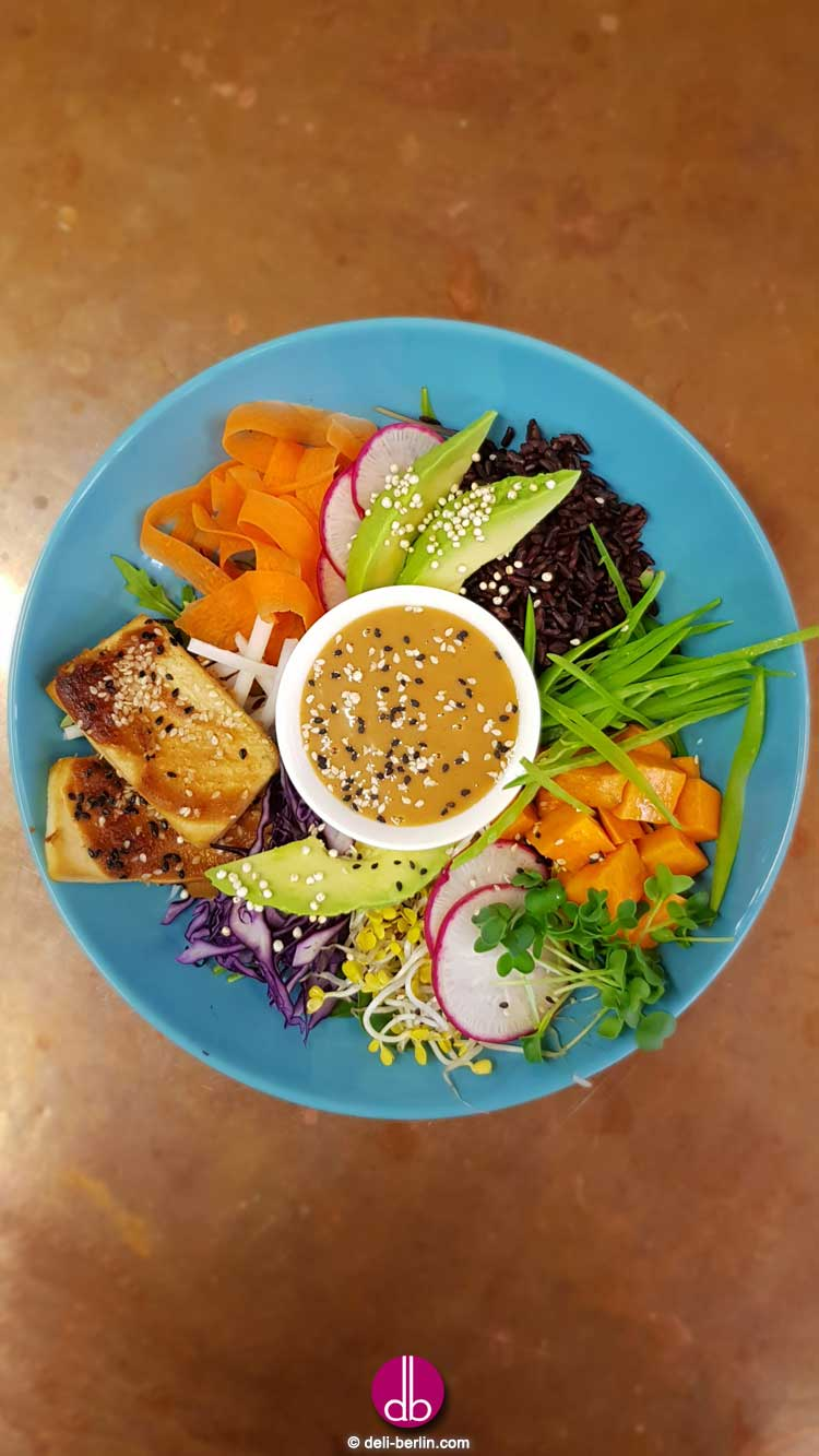 Java-Bowl mit Erdnuss-Tofu - vegan