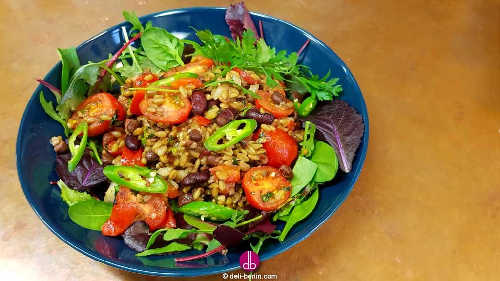 Dinkel-Bohnensalat mit rauchiger Chipotle-Marinade