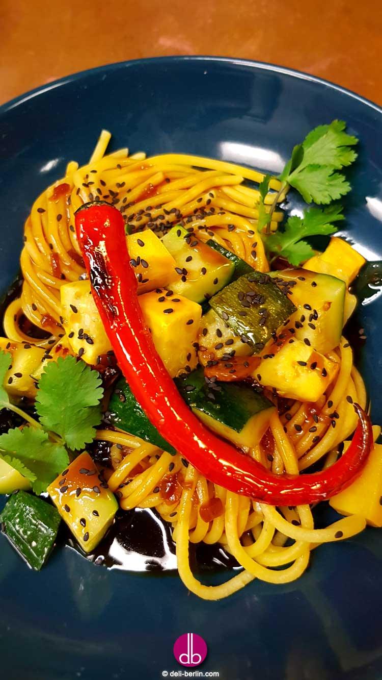 veganes Kung Pao mit Zucchini