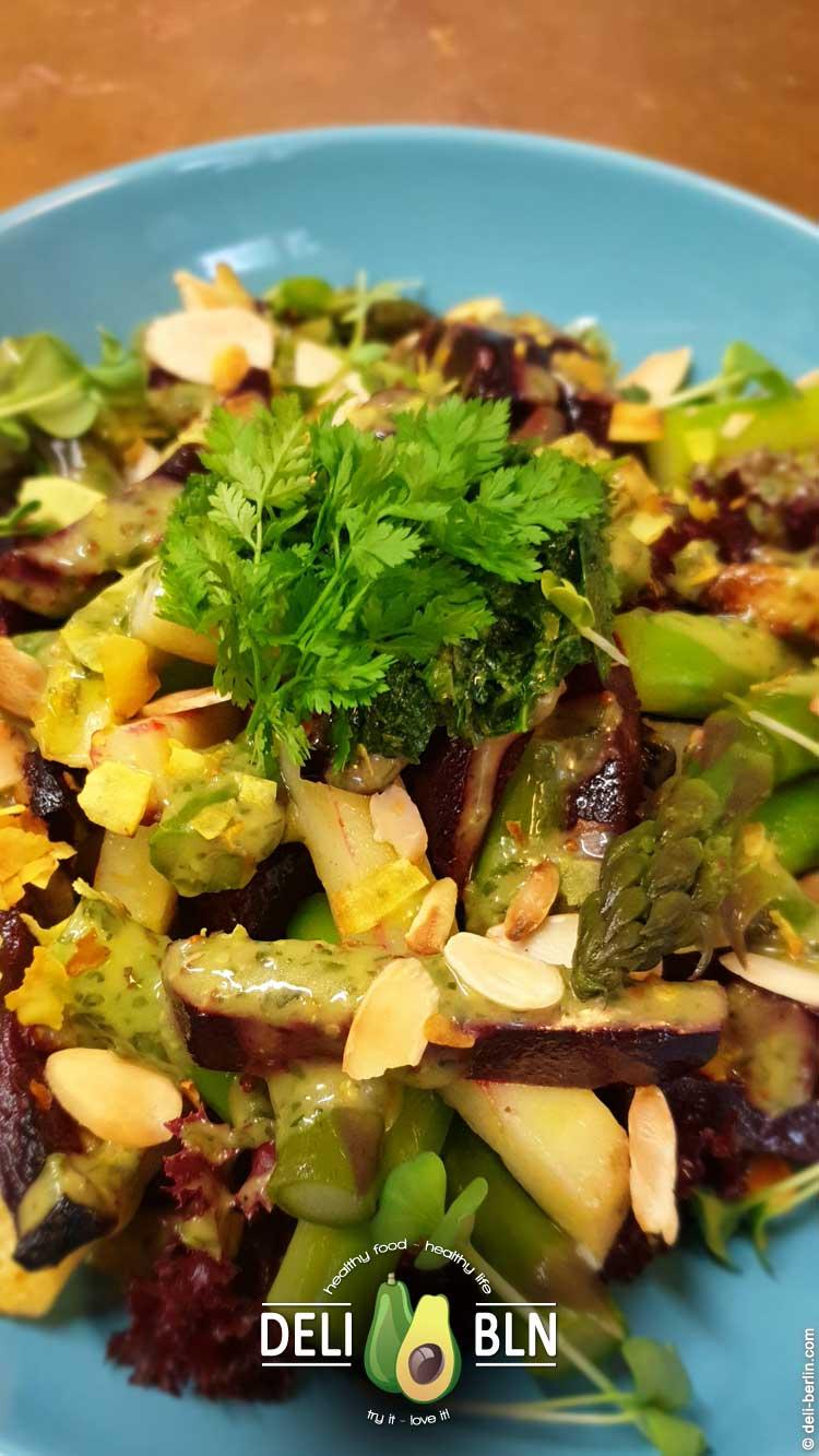 Spargel-Kartoffel-Bete-Salat mit Bärlauchgremolata - vegan