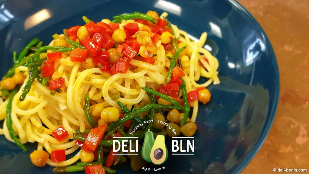 Kichererbsen-Spaghetti mit Queller und Zitrone