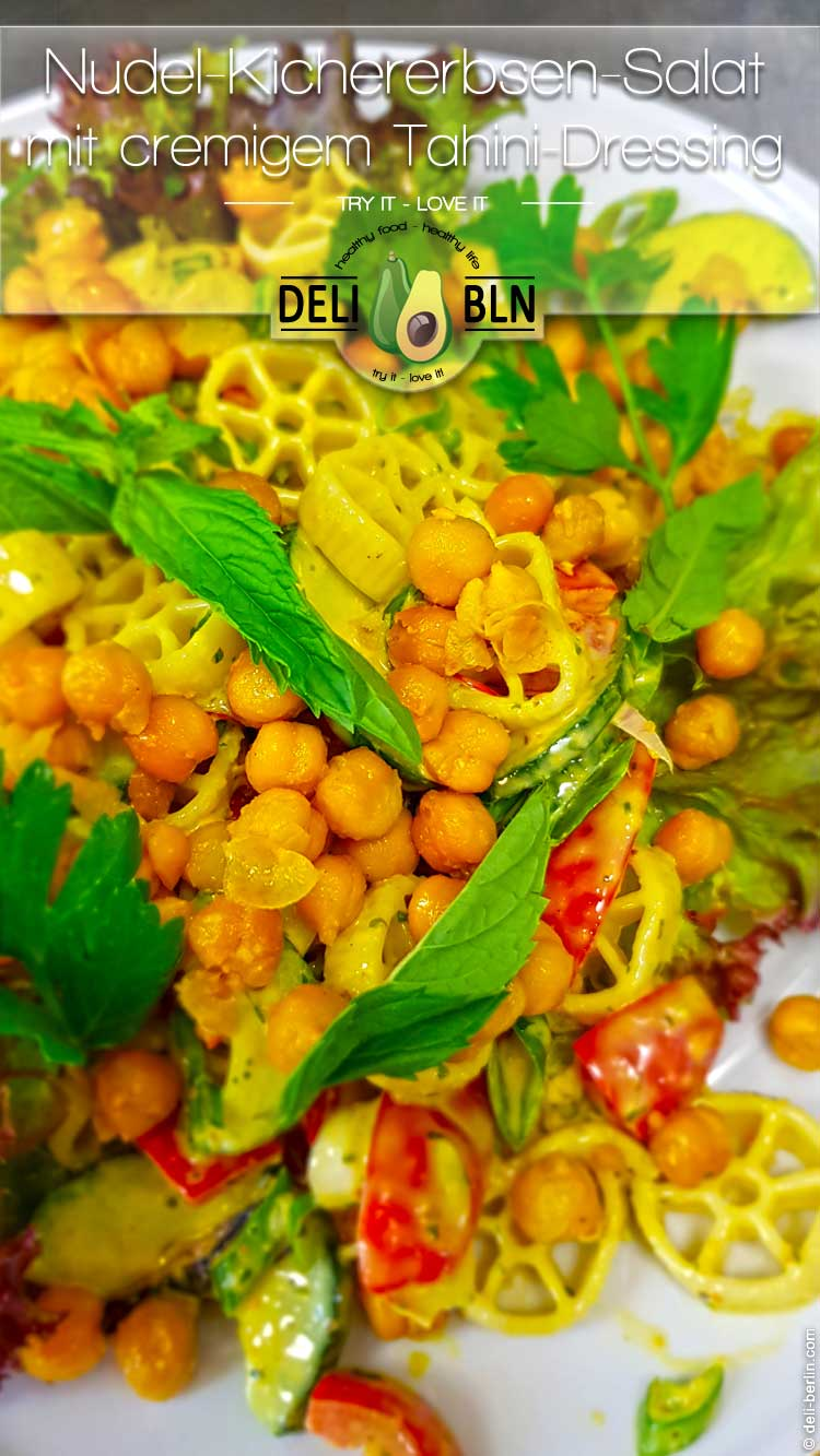 Nudel-Kichererbsen-Salat mit cremigem Tahini-Dressing