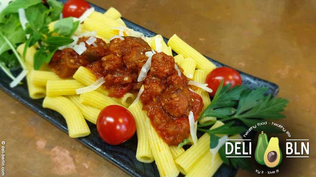 Rezept: Maccheroncini mit gegrillter Aubergine, Chili und spanischer Chorizo