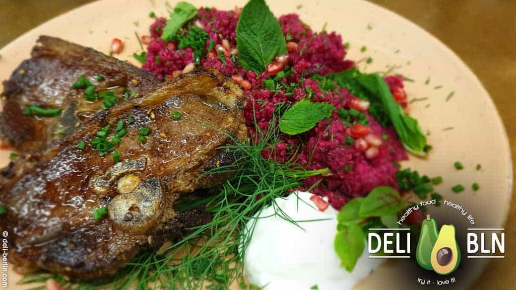 Lammkoteletts an Rote-Bete-Quinoa mit Minze und Dill