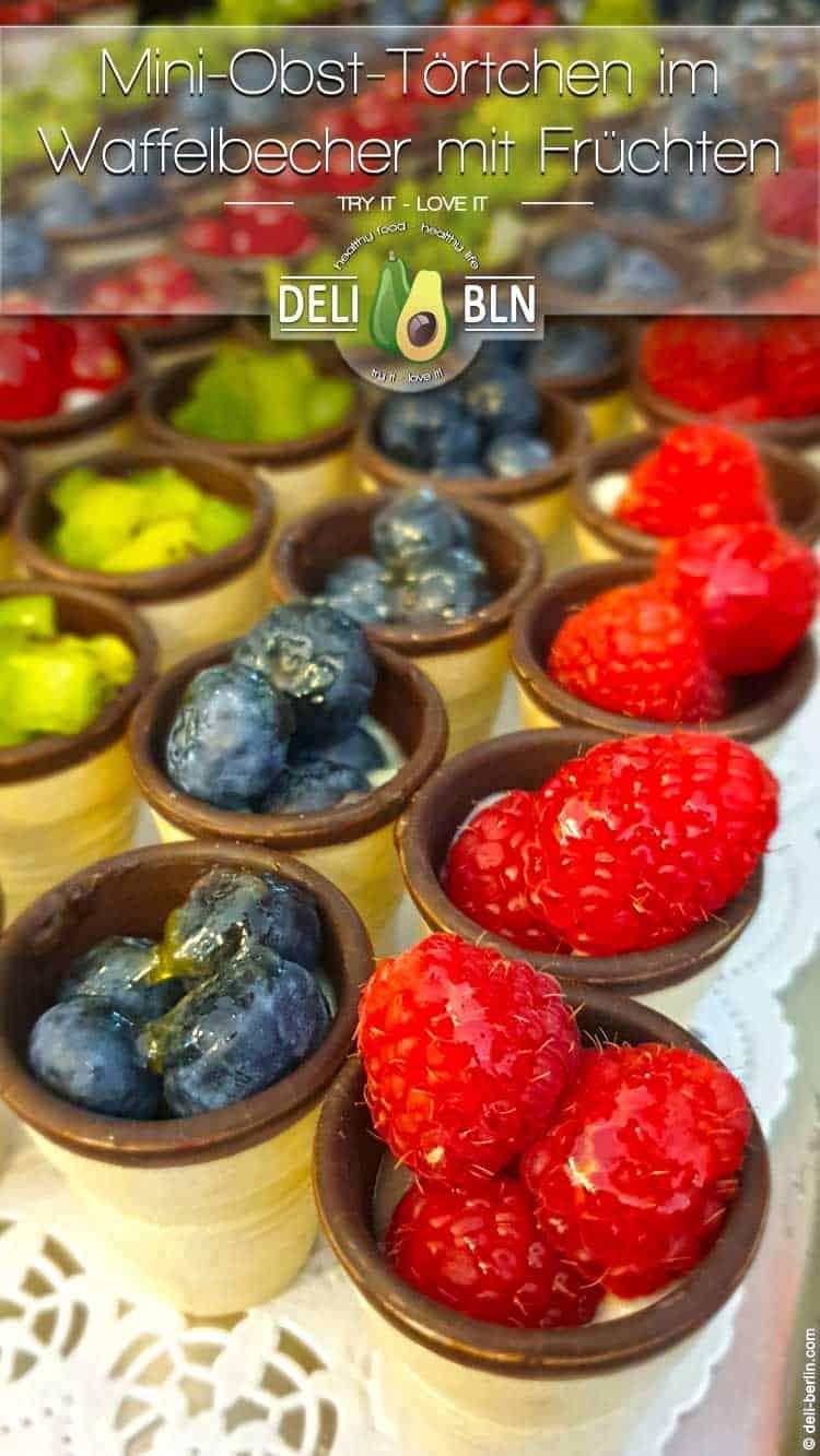 Rezept: Mini-Obst-Dessert mit frischen Früchten im Waffelbecher