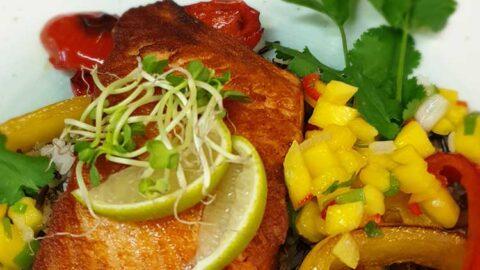 Koriander-Limetten-Lachs mit Mango-Salsa