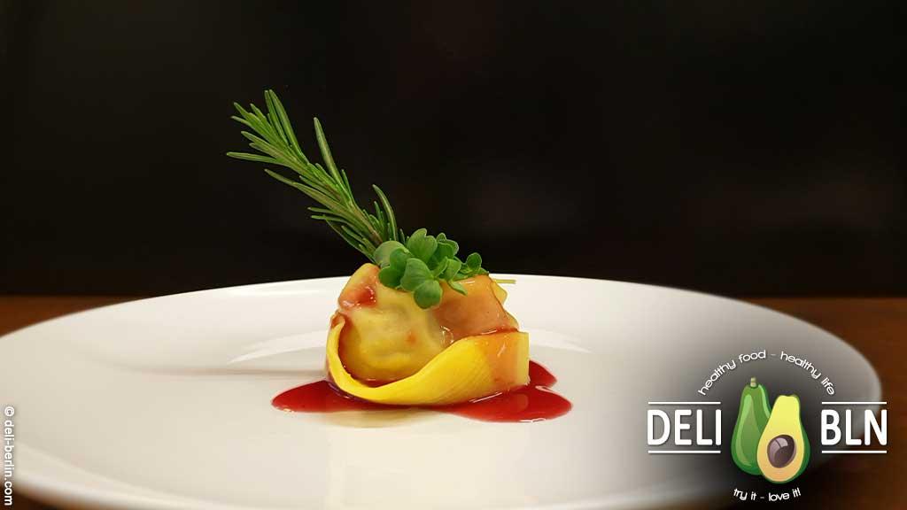Italienische Kalbs-Tortellini in Portweinsauce