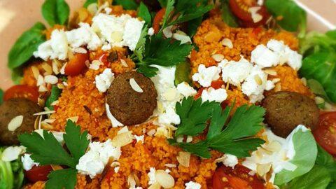 Rezept: Türkischer Bulgursalat mit Falafel-Bällchen und Feta