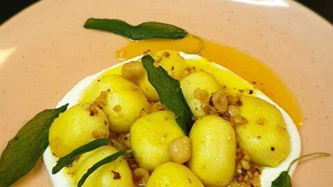Kürbis-Gnocchi mit nussig-brauner Butter und geschlagenem Ricotta