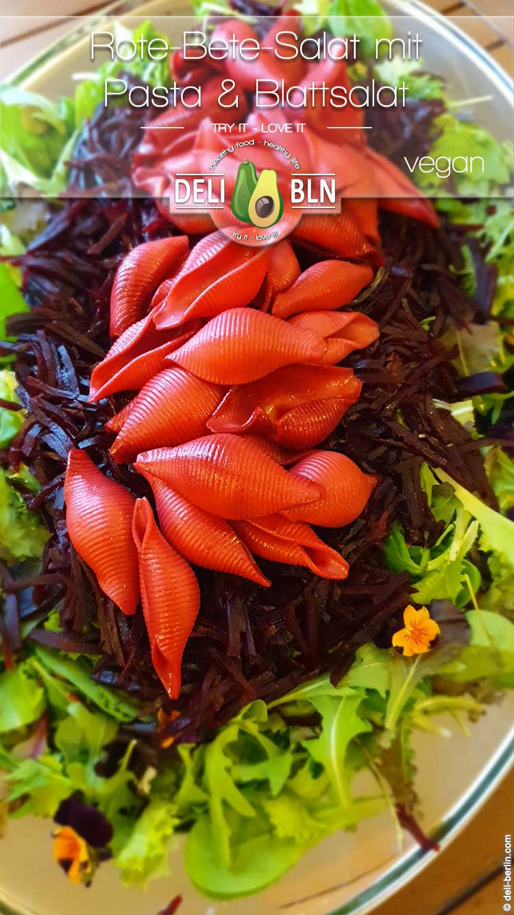 Rezept: Blattsalat mit Pink-Pasta und Rote Bete - vegan
