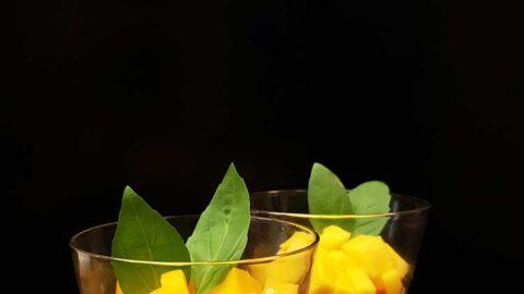 Tapioka-Pudding mit Ananas, Mango und Kokos