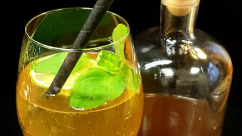 Rezept: alkoholfreie Gin-Tonic-Alternativen mit frischem Basilikum