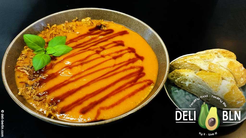 Kartoffel-Karotten-Suppe mit Zuckerrübensirup und Zwiebeln - vegan