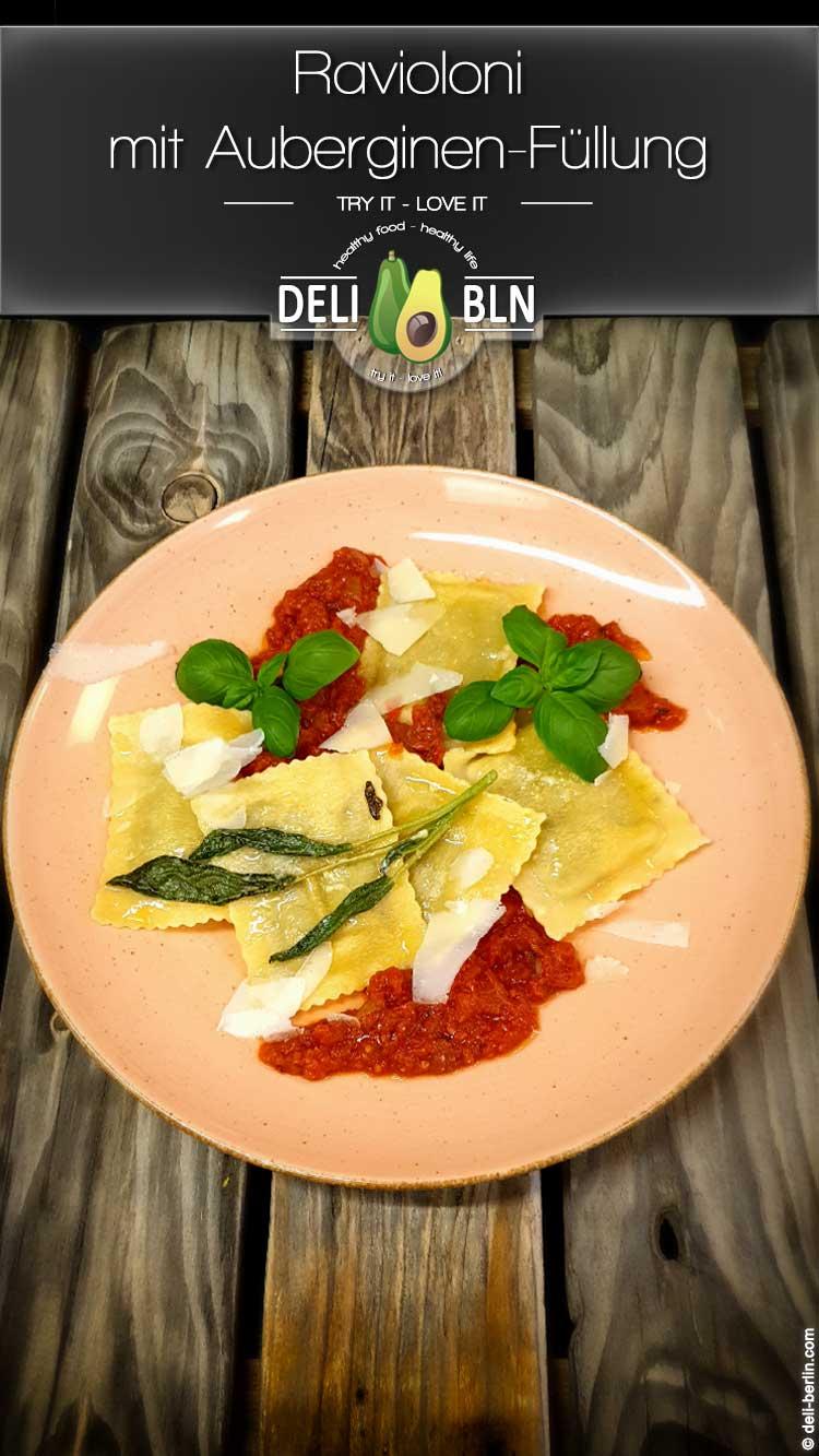 Ravioloni mit Auberginen-Füllung und Tomatensauce