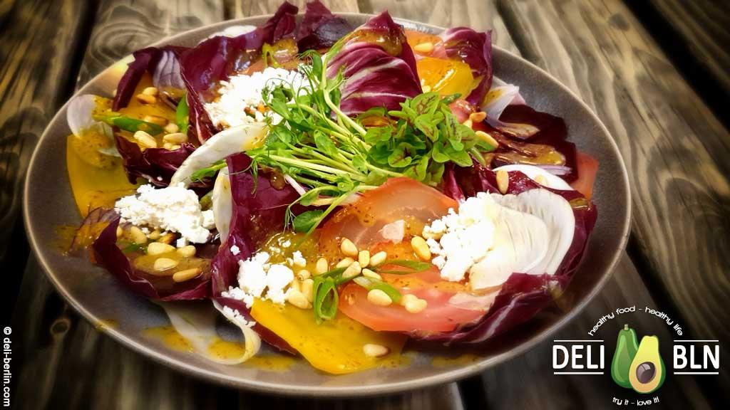 Bete-Fenchel-Radicchio-Salat mit Pinienkernen & Feta