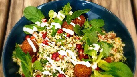 Libanesisches Tabouleh mit Falafel - vegan